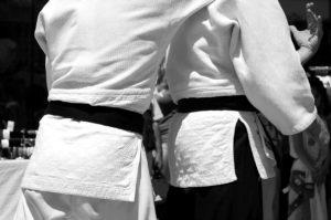 sicherheitsdienst bei einem karatetraining